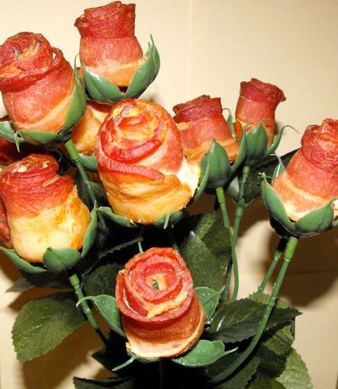 Anticipating Valentine's Day: Chocolate-Bacon Roses (1/5)